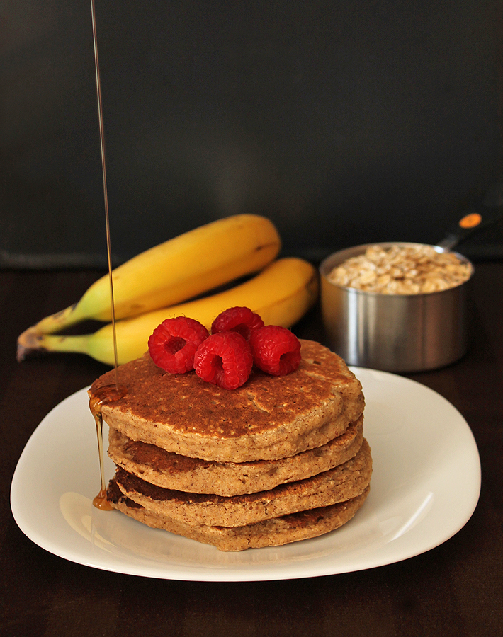 These Banana Oat Pancakes will fill you up and keep you statisfied well past breakfast!