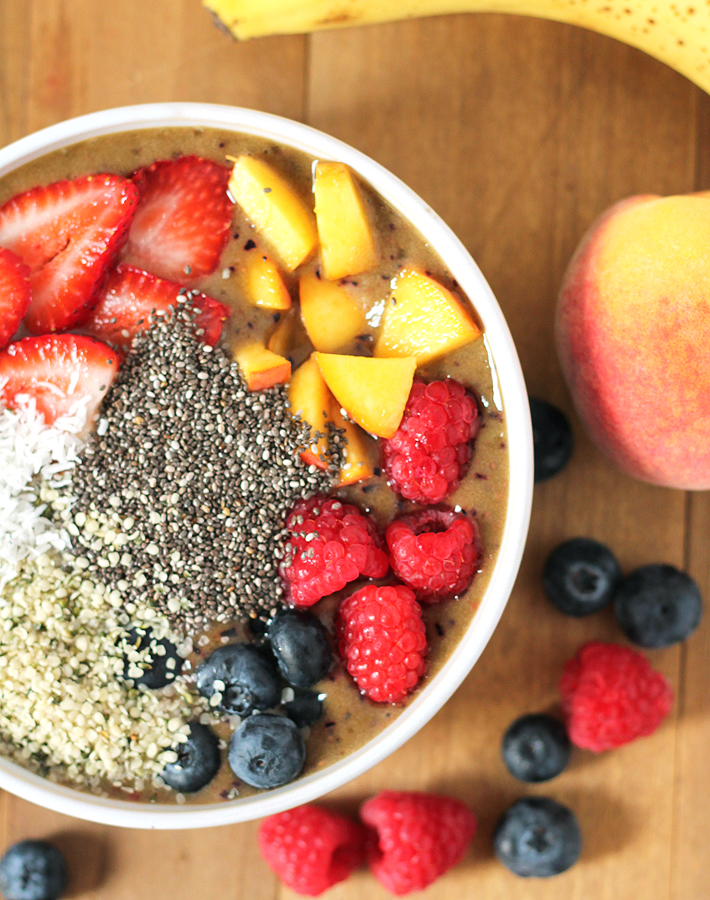 peach-berry-smoothie-bowl
