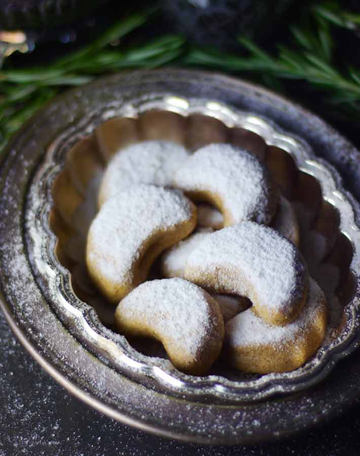 Picture of almond crescent cookies (vegan food gifts)