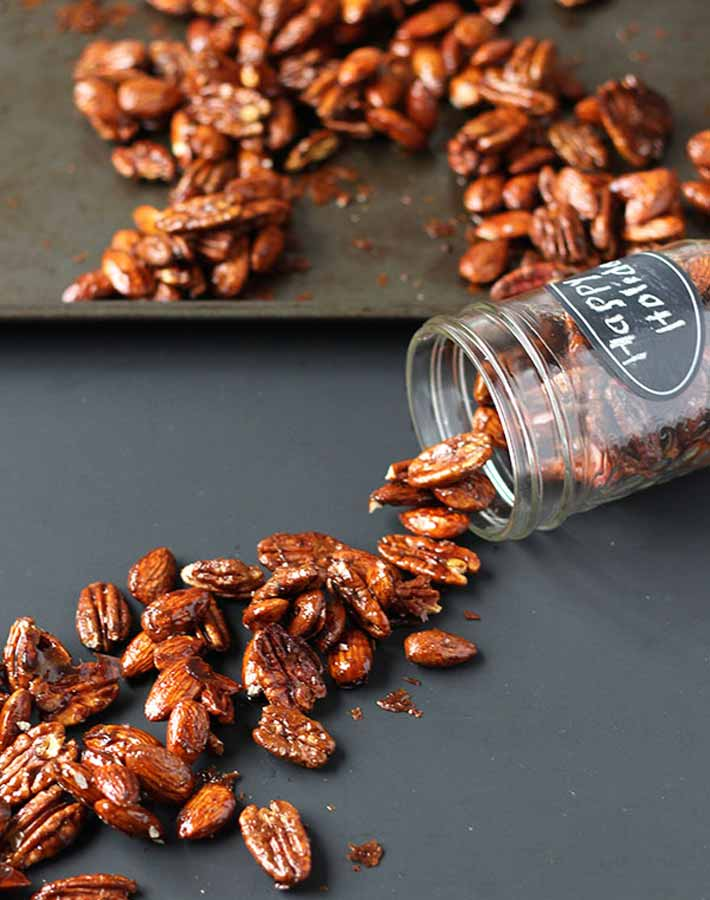 Picture of gingerbread glazed roasted nuts (vegan food gifts)