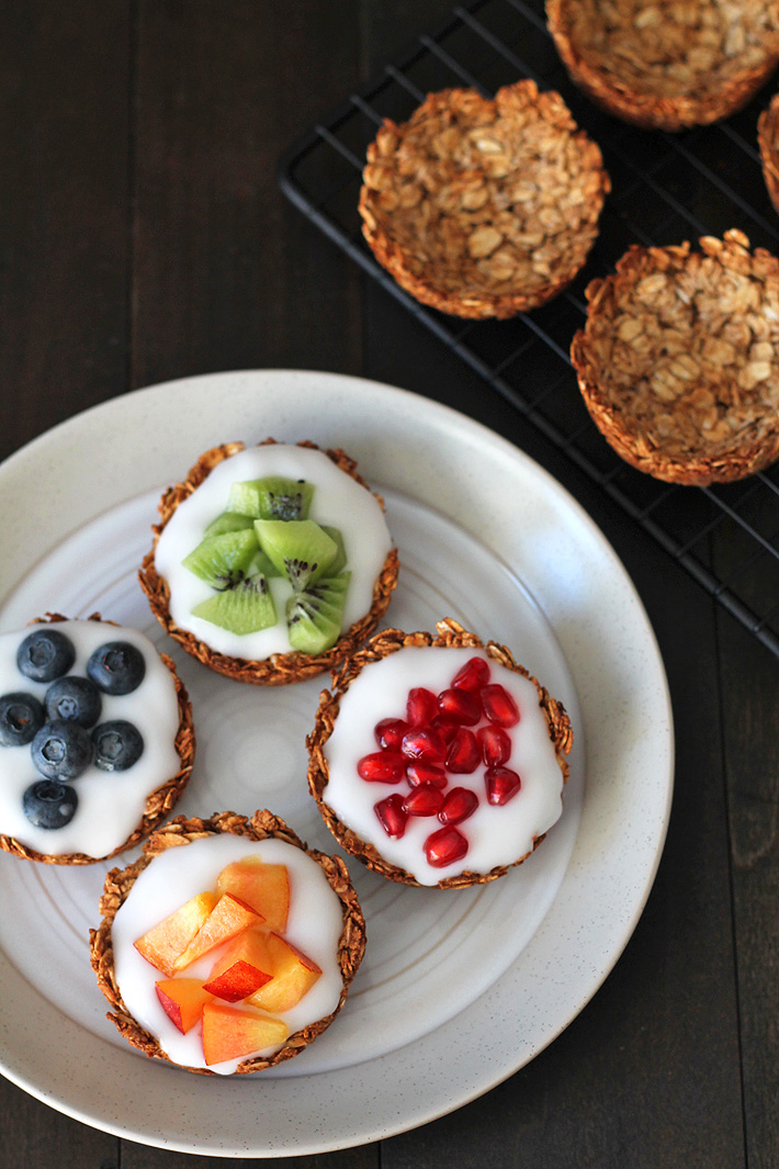 Grab the recipe for these easy-to-make fruit and yogurt granola cups that are great to have a breakfast, to serve at brunch or for snacking on. Plus, they can be filled with anything you like, not just fruit and yogurt! #granola #brunch #veganbreakfast #veganbrunch #granolacups